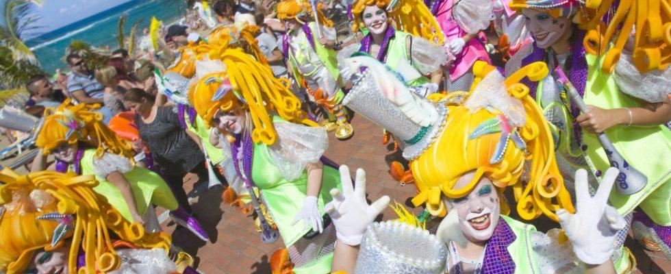 Calendario Carnaval 2020 Las Palmas.Carnaval De Dia 2019 En Las Palmas Carroza Carnaval Canario